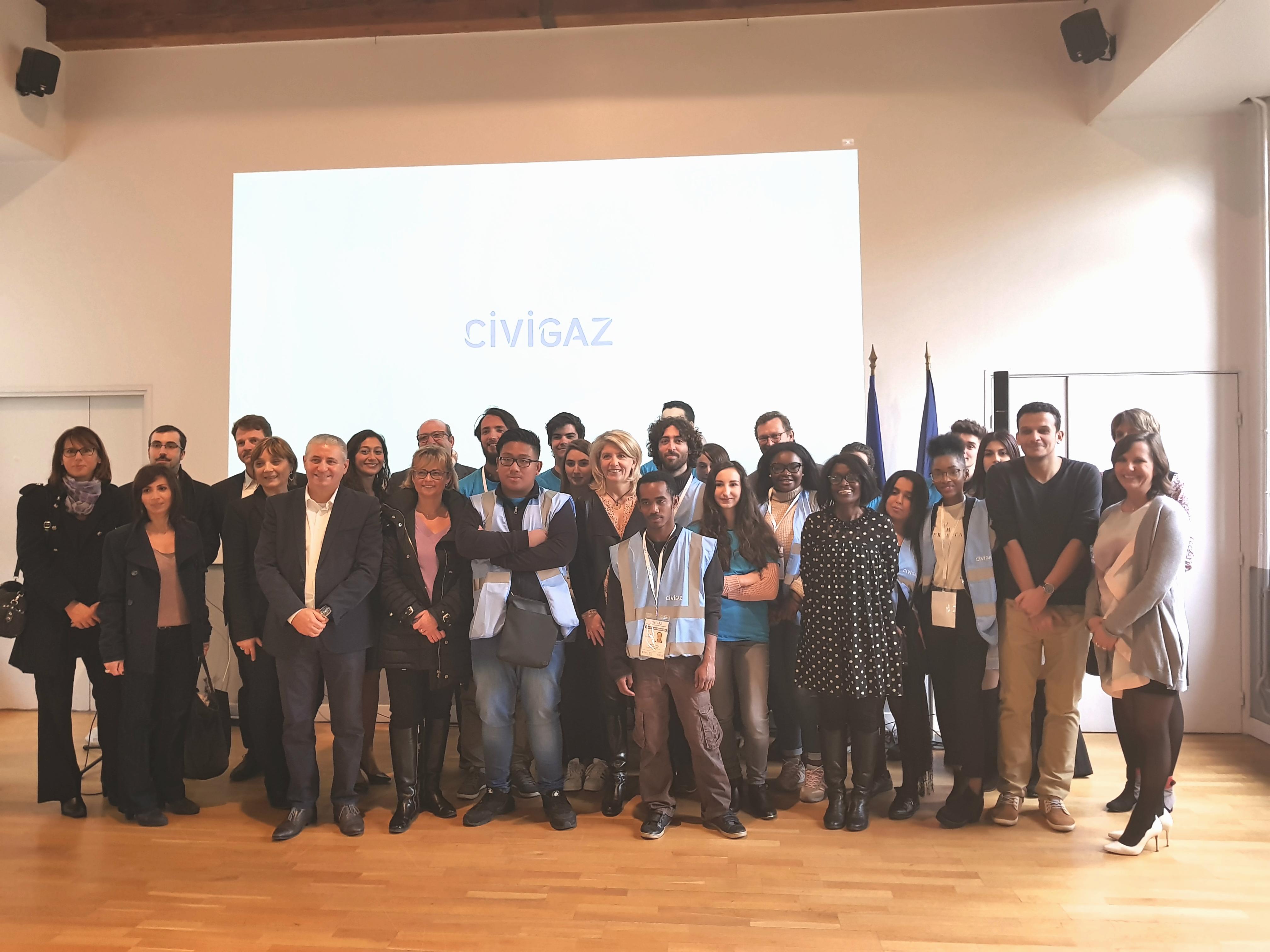 photo de groupe pour le lancement officiel du projet sur la commune d'oullins en mairie