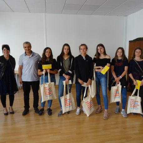 photo de groupe cloture de l'année scolaire teknik avec remise de prix